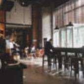 Sequoia prende un caffè con Starbucks